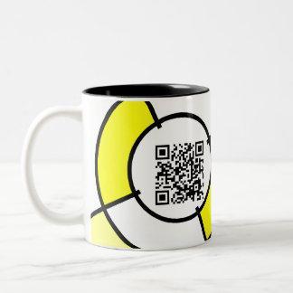 gelber Code des Bullauge QR Zweifarbige Tasse