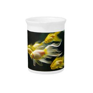 Gelber extravaganter AquariumGoldfish Getränke Pitcher