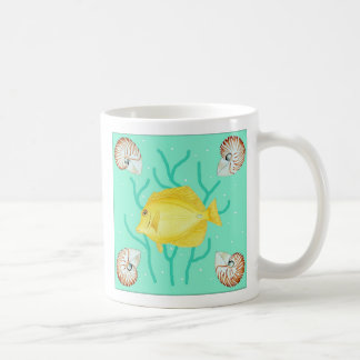 Gelber Geruch mit Nautilus-Muscheln Kaffeetasse