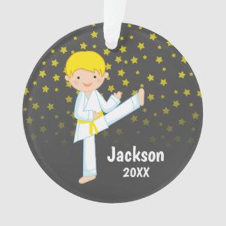 Gelber Gurt-blonder Junge Taekwondos Ornament