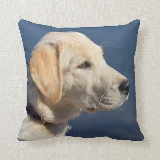 Gelber Labrador retriever-Welpe Kissen