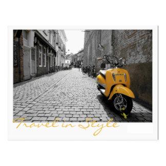 Gelber Roller Postkarte