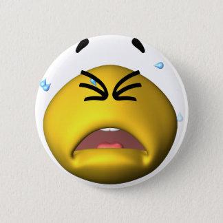 Gelber schreiender smiley runder button 5,7 cm