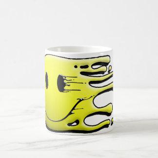 gelber smiley auf schwarzem Hintergrund Kaffeetasse