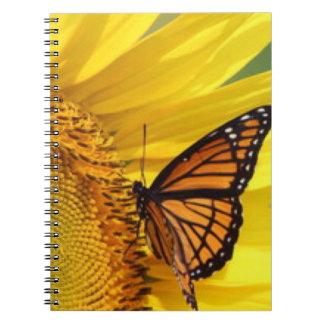 Gelber Sonnenblume-Schmetterling Spiral Notizblock