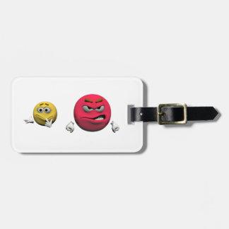 Gelber und roter verärgerter Emoticon oder smiley Kofferanhänger