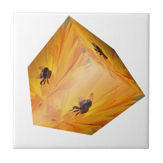Gelber Würfel mit Bieneninsekt und -Blume Fliese