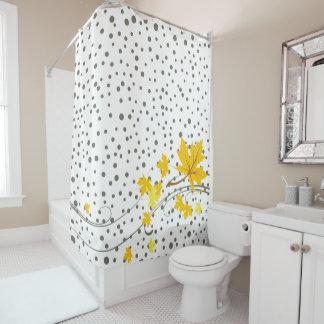 Gelbes Ahorn-Blätter und graue Polkapunkte Duschvorhang