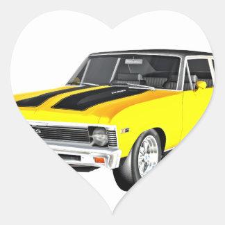 Gelbes Auto des Muskel-1968 Herz-Aufkleber