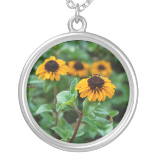Gelbes Blumen-Foto-Silber überzogen ringsum Versilberte Kette
