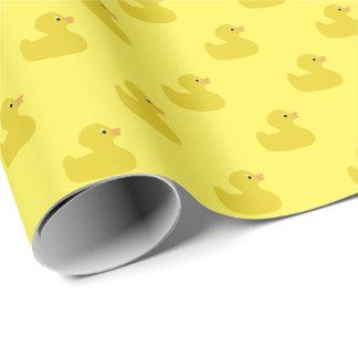 Gelbes Ducky Gummi| irgendein Farbhintergrund Geschenkpapier