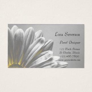 Gelbes Gänseblümchen hebt Floristen-Blumendesigner Visitenkarte