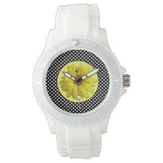 Gelbes Gänseblümchen-Schwarzweiss-Tupfen Uhr