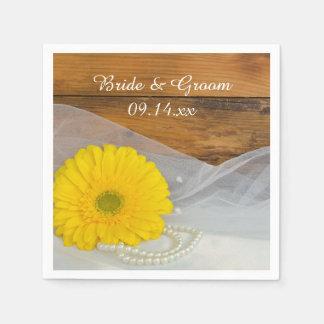 Gelbes Gänseblümchen und Serviette