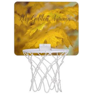 Gelbes Herbstahorn-Blätter. Addieren Sie Text Mini Basketball Ring
