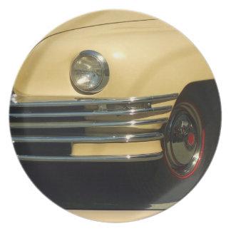 Gelbes klassisches Auto Flacher Teller