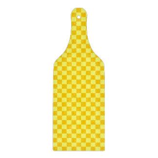 Gelbes Kombinations-Schachbrett durch Schneidebrett