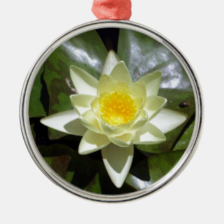 Gelbes Lotus und Lilienauflagen Rundes Silberfarbenes Ornament
