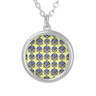 Gelbes Quadrat u Kompass Amulett