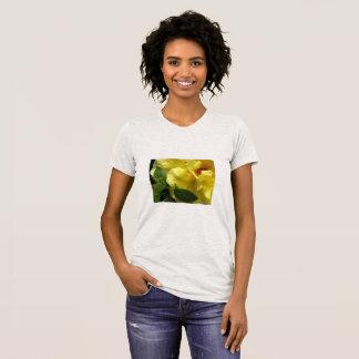 Gelbes Rosen-und Marienkäfer-T-Shirt für Frauen T-Shirt