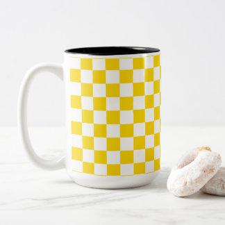Gelbes Schachbrett Zweifarbige Tasse