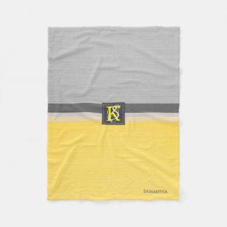 Gelbes und graues Initialen-Monogramm des Fleecedecke