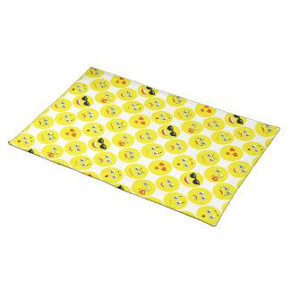 Gelbes und weißes Emoji Muster Tischset