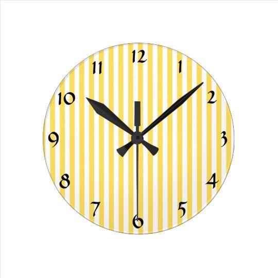 gelbes und wei es streifen muster runde wanduhr zazzle. Black Bedroom Furniture Sets. Home Design Ideas