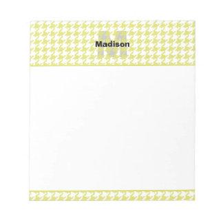 Gelbes und weißes strukturiertes notizblock