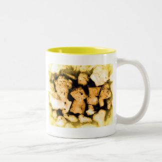 Gelbliche Kiesel abstrakt Zweifarbige Tasse