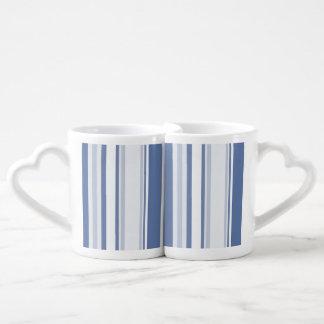 Gelegentliche Streifen-Muster-Schatten des Blaus Liebestassen