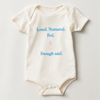 Geliebtes ernährtes gefüttertes genügend sagte - baby strampler
