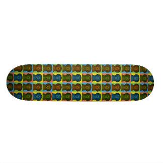 Gelockte überzogene Retriever-HundeCartoon Skateboardbrett