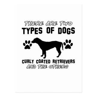Gelockte überzogene Retrieverhundeentwürfe Postkarte