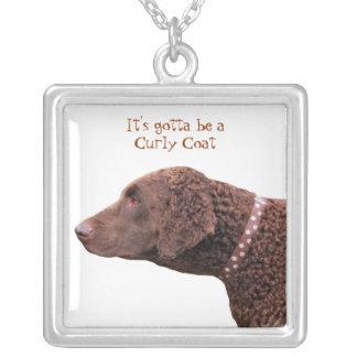 Gelockte überzogene Retrieverhundehalskette, Halskette Mit Quadratischem Anhänger