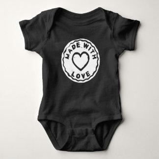 Gemacht mit Liebe-Briefmarkenherzschwarzes Baby Strampler
