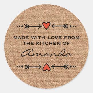 Gemacht mit Liebe-Herz-Pfeil-Küchen-Leinwand Runder Aufkleber