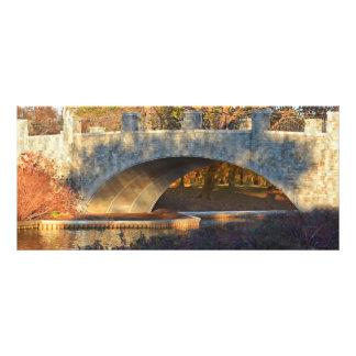 Gemalte Brücke am Sonnenuntergang durch Shirley Werbekarte
