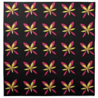 Gemalte empfindliche rosa u. gelbe Blumen auf Stoffserviette