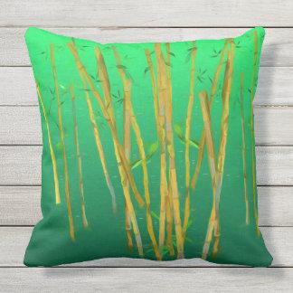 Gemalter Bambus auf Grün Kissen Für Draußen