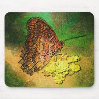 Gemalter Schmetterling auf Blumen-Stamm Mauspads