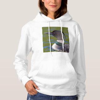 Gemeiner Loon im Wasser, Kanada Hoodie