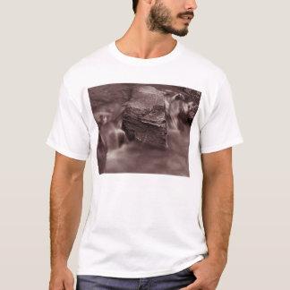 gemeißelt in einer weichen Welt T-Shirt