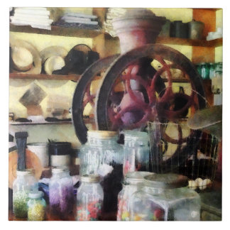 Gemischtwarenladen mit Süßigkeits-Gläsern Große Quadratische Fliese