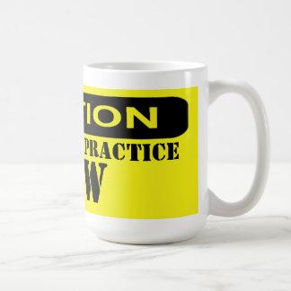 Genehmigt, um Gesetz zu üben Tasse