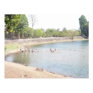 Genießen der Sommerschwimmens Postkarte