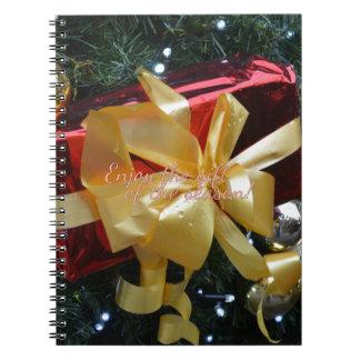 Genießen Sie das Geschenk der Jahreszeit! Notizblock
