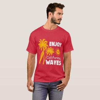 Genießen Sie das Kalifornien-Wellen-T-Stück T-Shirt