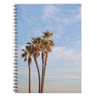 Genießen Sie die Himmel der Palmen-| die Grenze Spiral Notizblock