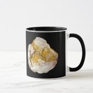 Geode halb mit den weißen und gelben Kristallen Tasse